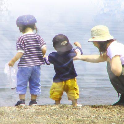水辺の母と子